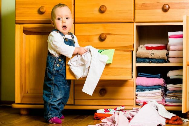 W kobiecych szafach znajdują się nigdy nie założone ubrania o średniej wartości ponad 1600 zł /©123RF/PICSEL