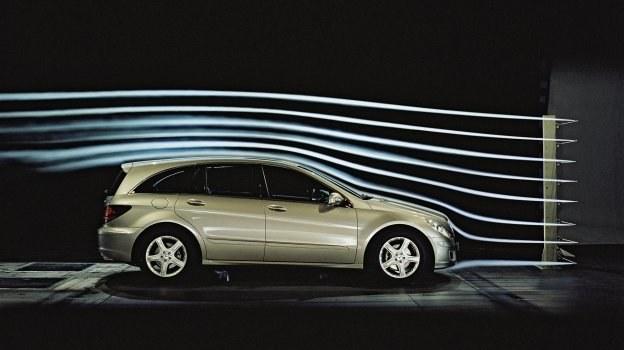 W kompaktach zmniejszenie Cx z 0,32 do 0,30 obniża spalanie o 0,2 l/100 km. /Motor