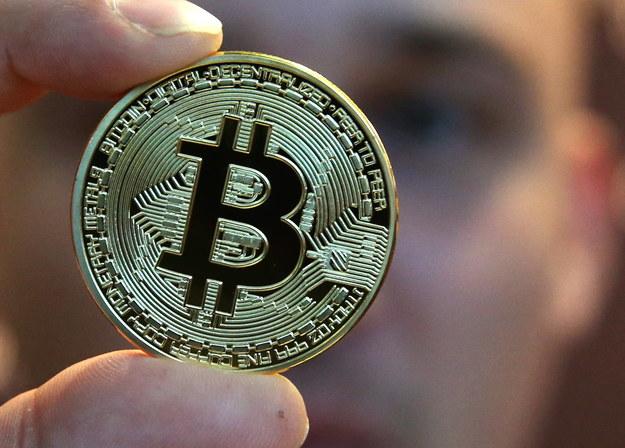 """W komunikacie z lipca NBP i KNF """"ostrzegają potencjalnych użytkowników przed ryzykami związanymi z 'walutami' wirtualnymi (takimi jak m.in. bitcoin, litecoin, ether)"""" /Alexander Demianchuk/ITAR-TASS /PAP"""