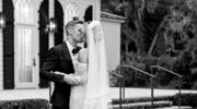 W końcu pokazała swoją suknię ślubną
