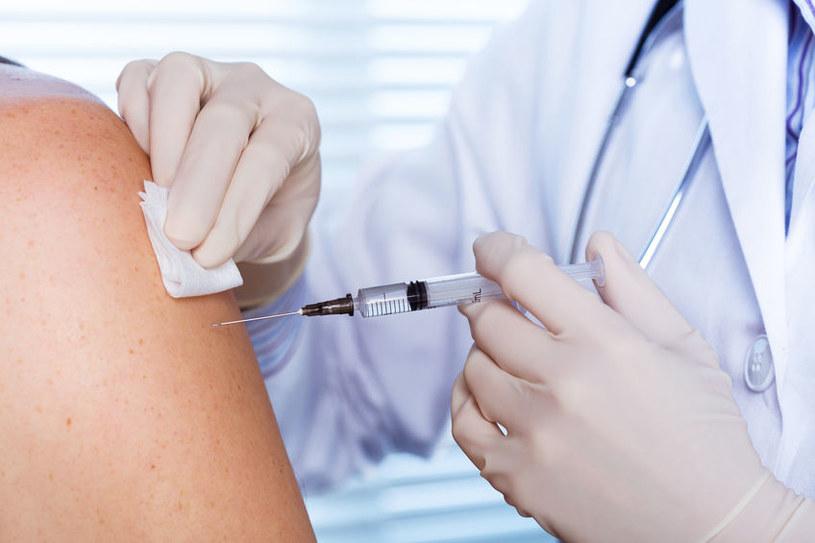 W konkretnych okolicznościach brak szczepienia może narazić pracownika na utratę zdrowia /123RF/PICSEL