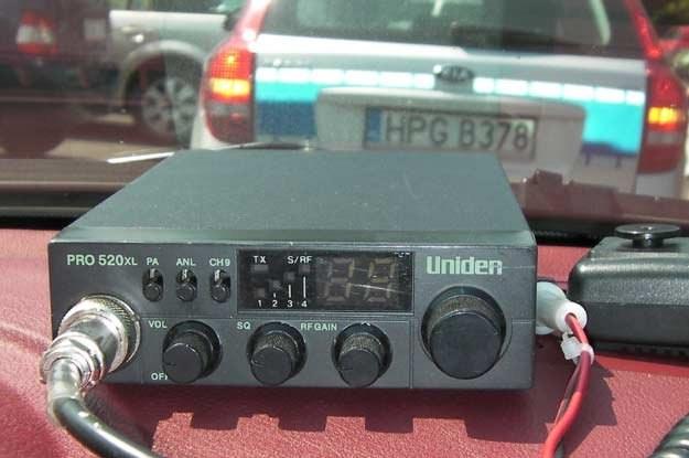 W kontakcie z policjantem drogówki użytkownika CB-radia spotkać mogą pewne nieprzyjemności /INTERIA.PL