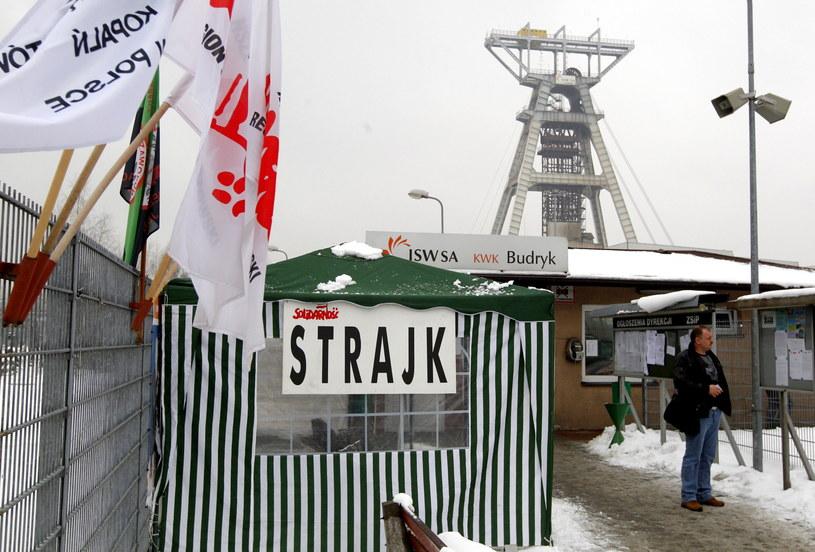 W kopalni Budryk w Ornontowicach, należącej do Jastrzębskiej Spółki Węglowej (JSW), rozpoczął się strajk /Andrzej Grygiel /PAP