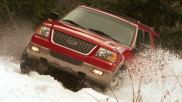 W kopnym śniegu powinno się wyłączyć TCS, aby móc sprawnie ruszyć. /Ford