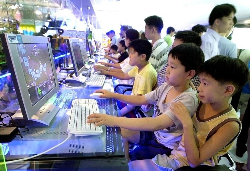 W Korei od internetu uzależnione są już najmłodsze dzieci /AFP