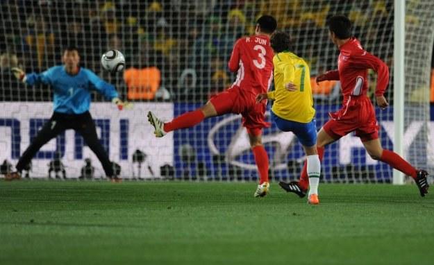 W Korei Północnej byli zadowoleni z postawy swoich piłkarzy w meczu z Brazylią /AFP