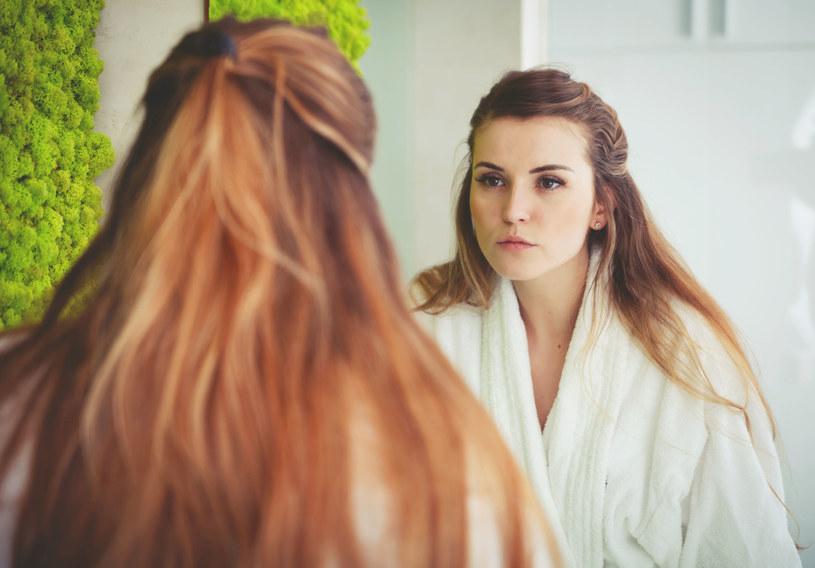 W kosmetykach do profesjonalnej pielęgnacji w domu szukajmy składników charakterystycznych dla zabiegów kosmetycznych /123RF/PICSEL