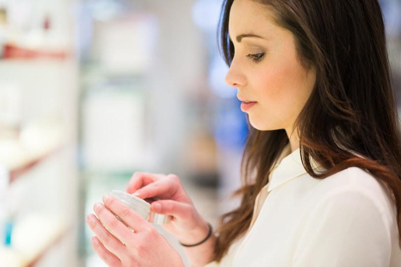 W kosmetykach szukaj wyłącznie naturalnych składników odżywczych, np. ekstraktów z roślin i olejków /123RF/PICSEL