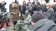 W Krakowie odsłonięto ławeczką Jana Karskiego - kuriera, który poinformował świat o Holokauście