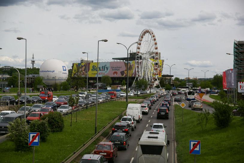 W Krakowie urzędnicy celowo potęgują korki. Efekt widzi każdy mieszkaniec miasta /KONRAD KOZŁOWSKI/POLSKAPRESS /East News