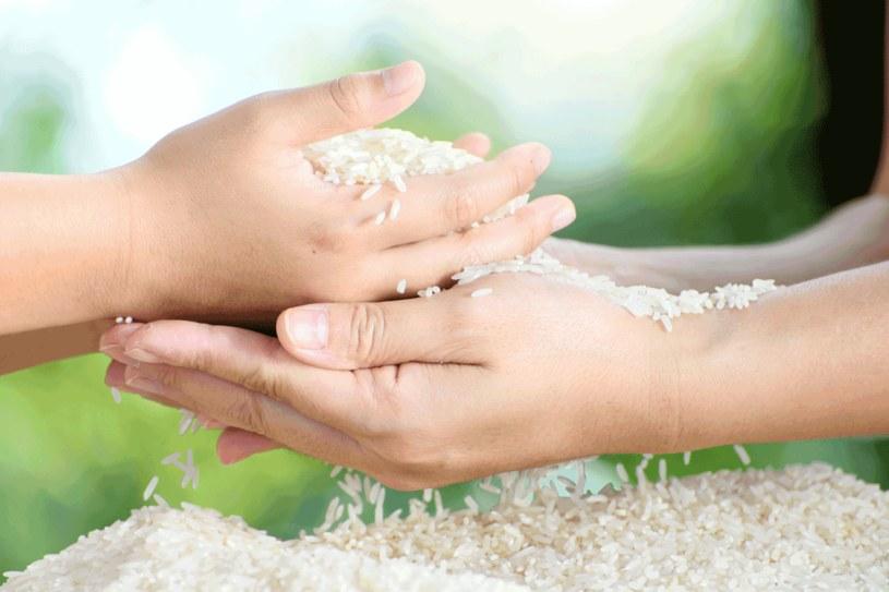 W kuchni  używaj dobrego ryżu. Do czyszczenia i osuszania możesz kupić gorszy  i tańszy. /123RF/PICSEL