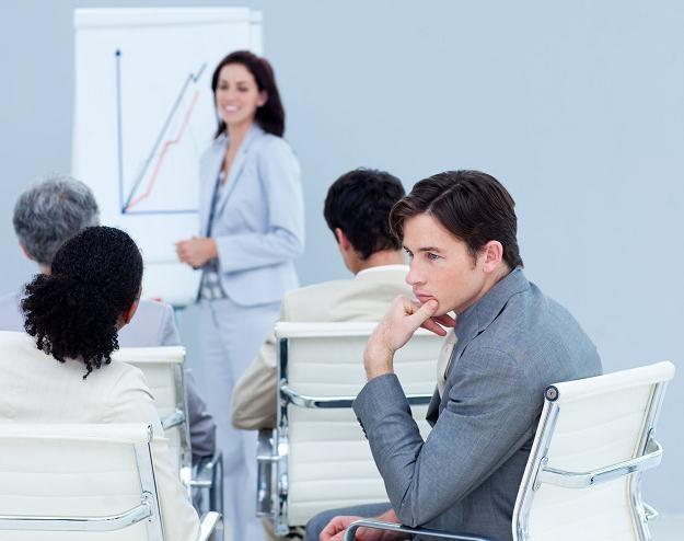 W kursach doskonalenia zawodowego w latach 2009-2011 brało udział jedynie 11 proc. badanych. /123RF/PICSEL