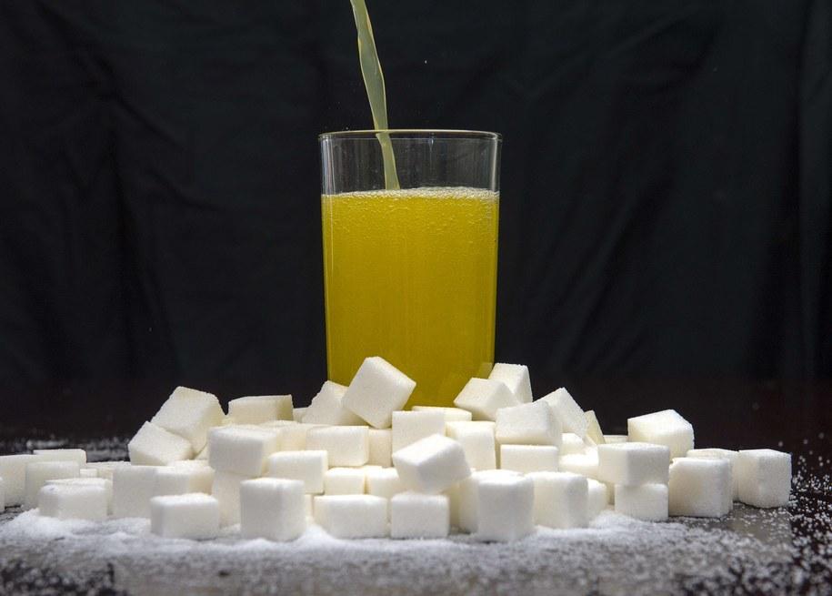 W kwietniu w życie ma wejść podatek cukrowy /Anthony Devlin  /PAP/EPA