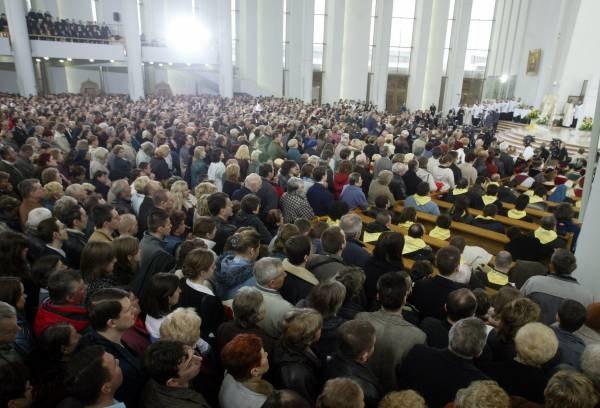 W łagiewnickiej bazylice i przed nią zgromadziło się ok. 10 tys. wiernych; fot. A. Barbarowski /Agencja SE/East News