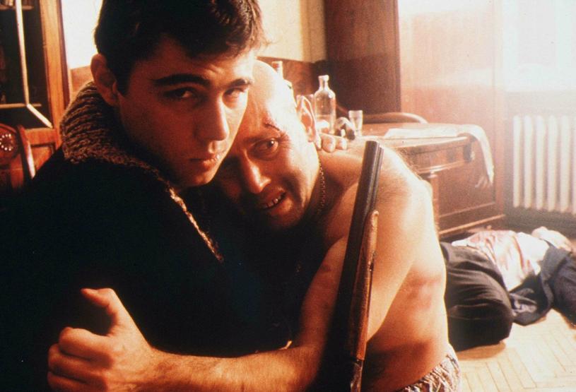 """W latach 90. rosyjska mafia była najpoważniejszym zagrożeniem z jakim musiały zmierzyć się władze (kadr z filmu """"Brat 2"""") /East News"""