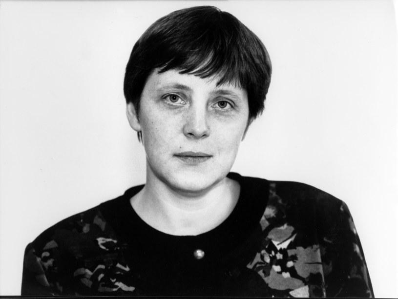 W latach dziewięćdziesiątych Angela Merkel miała krótka fryzurę z grzywką, z którą chętnie  eksperymentowała /Getty Images