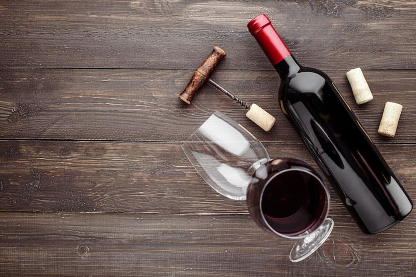 W łatwy sposób odkorkujesz ponownie wino /123RF/PICSEL