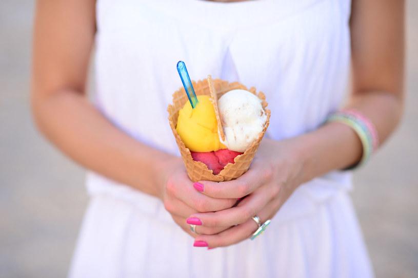 W lecie zajadałaś się lodami? Zbadaj poziom cukru! /123RF/PICSEL