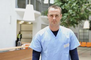 "W ""Lekarzach"" gra przebojowego chirurga - Maksa Kellera /fot  /AKPA"