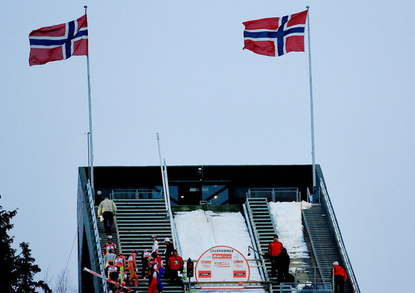 W Lillehammer na razie nie da się skakać /AFP