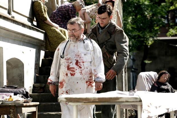 W lipcu na planie serialu pojawił się... Edward Miszczak, dyrektor programowy stacji TVN. Epizodycznie wcielił się w lekarza. /TVP 2 /materiały prasowe