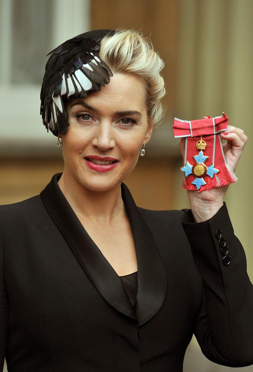 W listopadzie ubiegłego roku Kate Winslet odebrała z rąk Elżbiety II Order Imperium Brytyjskiego. To jeden z największych dowodów uznania na Wyspach /Getty Images/Flash Press Media