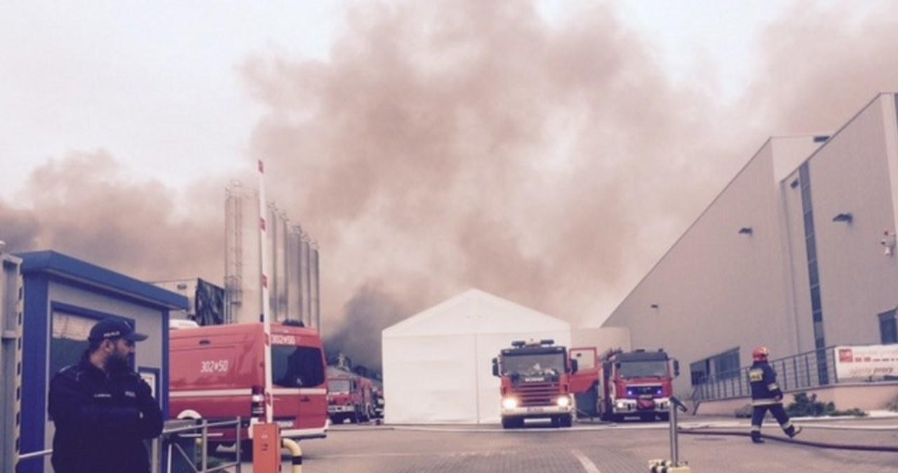 W Łodzi płonie lakiernia zakładu produkcyjnego
