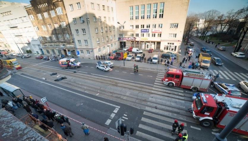 W Łodzi tramwaj zderzył się z autem, są ofiary
