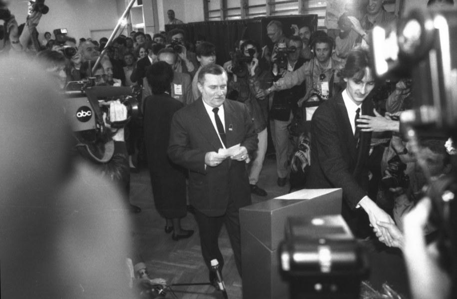 W lokalu Obwodowej Komisji Wyborczej Nr 169 głosował Lech Wałęsa /Stefan Kraszewski    /PAP