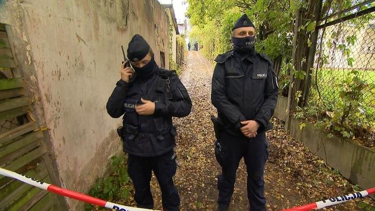 W lokalu przy ulicy Nadbrzystrzyckiej w Lublinie znaleziono zwłoki dzieci. Na miejscu pracuje policja i prokuratura /Polsat News