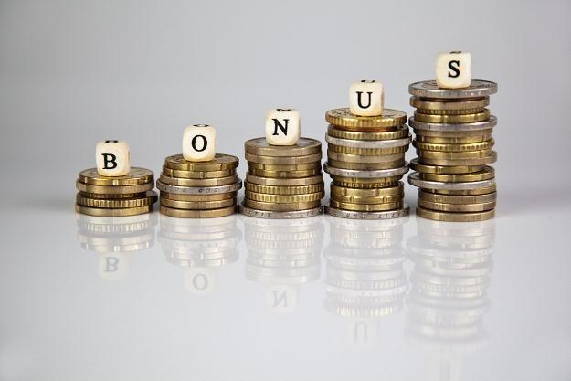 W lokowaniu i inwestowaniu pieniędzy ludzie kierują się tradycją, przyzwyczajeniami, nawykami /©123RF/PICSEL