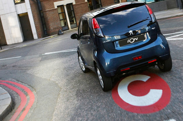 W Londynie auta na prąd mogą wjeżdżać do strefy ograniczonego ruchu /