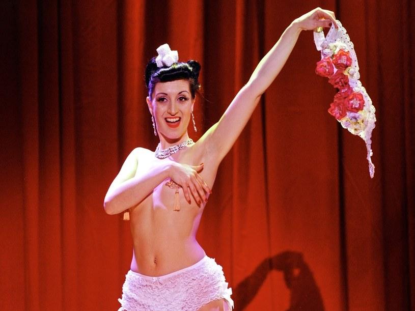 W Londynie szczególną karierę robią ostatnio kursy burleski  /Getty Images/Flash Press Media