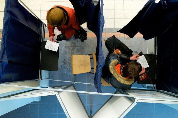 W łotewskim referendum mogli brać udział tylko posiadacze pełni praw obywatelskich /AFP