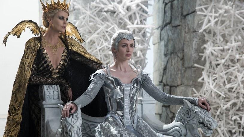 """W """"Łowcy i Królowej Lodu"""" Charlize Theron i Emily Blunt wcielają się w siostry /materiały prasowe"""
