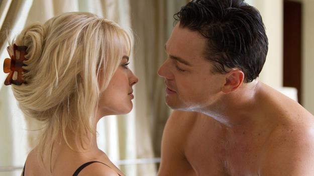 W łóżku z DiCaprio? Było gorąco, duszno i śmierdziało psią karmą - śmieje się Margot Robbie /materiały dystrybutora