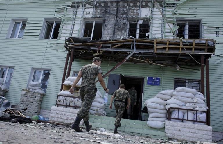 W Ługańsku wciąż trwają walki /AFP
