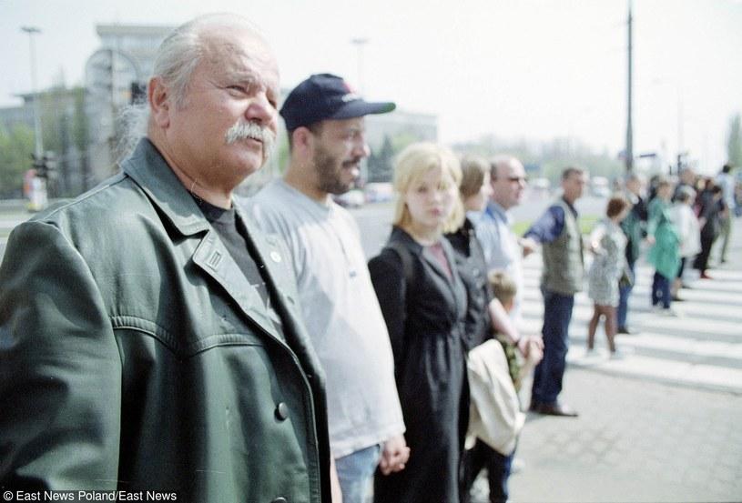 W lutym 2001 r. zorganizował w stolicy Łańcuch Czystych Serc przeciwko narkomanii. Uczestniczyło w nim ok. 2-3 tys. młodych warszawiaków, premier oraz członkowie rządu /J. ZDZARSKI /East News