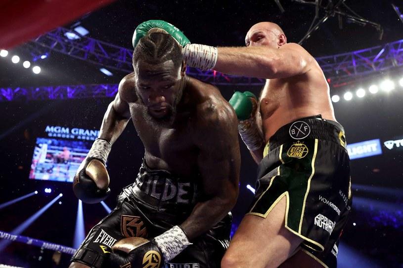 W lutym Deontay Wilder wyraźnie przegrał z Tysonem Furym /AFP