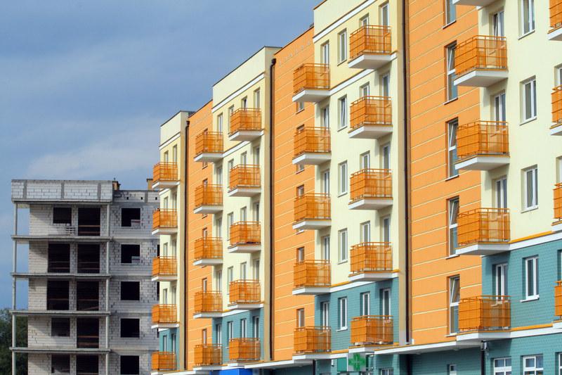 W marcu br. deweloperzy zaczęli budować ponad 17,8 tys. mieszkań /© Panthermedia