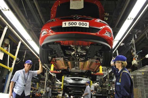 W marcu z fabryki w Gliwicach  zjechał półtoramilionowy samochód - model  astra IV ecoFLEX /