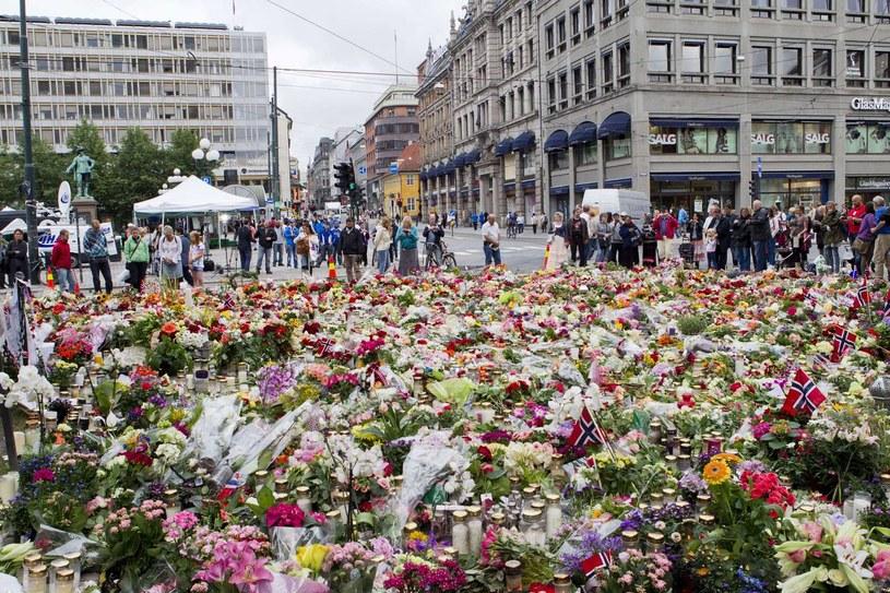 W masakrze przed rokiem zginęło 77 osób /AFP