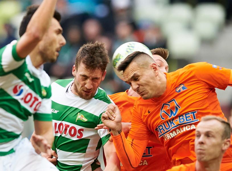 W meczu Lechii Gdańsk z Termalicą Bruk-Bet Nieciecza był więcej walki niż ładnej gry /Adam Warżawa /AFP