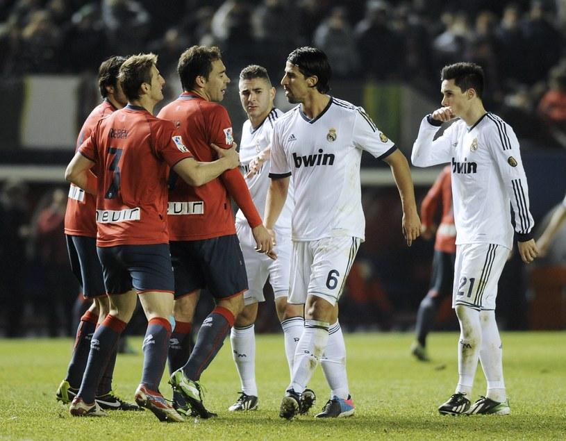 W meczu Osasuny z Realem było więcej przepychanek niż dobrej gry. /AFP