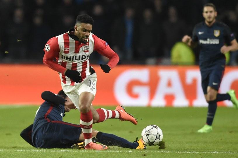 W meczu PSV Eindhoven - Atletico Madryt większość ataków była rozbijana w środku pola /AFP