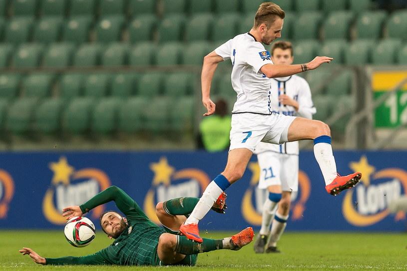 W meczu Śląsk - Zawisza więcej było walki niż dobrej gry /Maciej Kulczyński /PAP