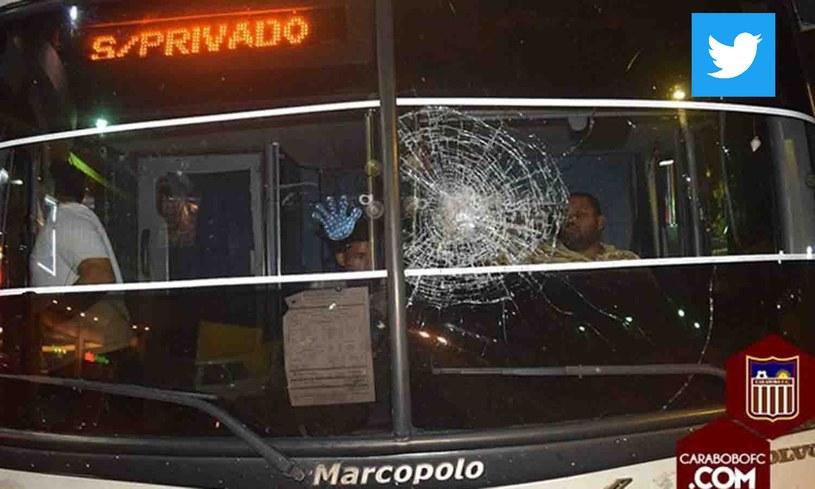 W mediach społecznościowych pojawiły się zdjęcia uszkodzonego autobusu /