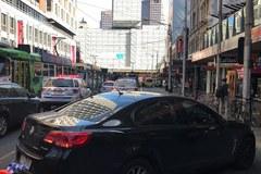 W Melbourne samochód stratował przechodniów. Zatrzymano podejrzanych