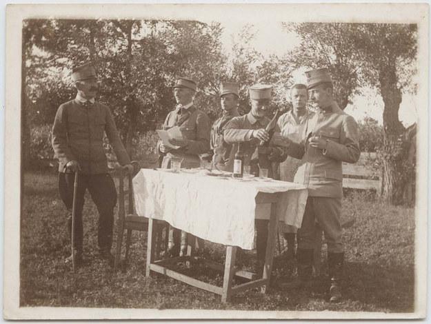 W menaży 3. pułku piechoty Legionów Polskich. Bukowina, 1915 /Muzeum Historii Fotografii w Krakowie