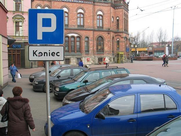 W miastach brakuje miejsc parkingowych / Fot: Adrian Slazok /East News